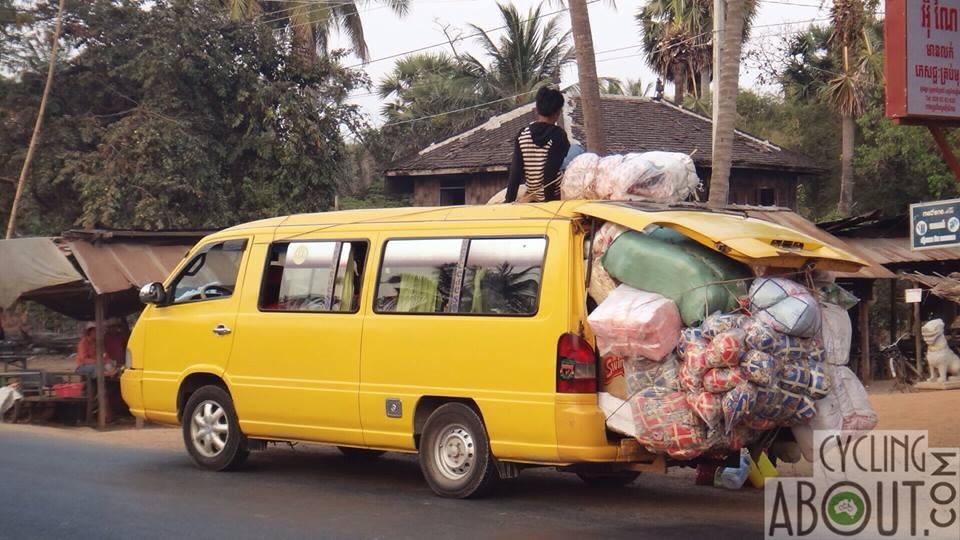 Overloaded van Cambodia