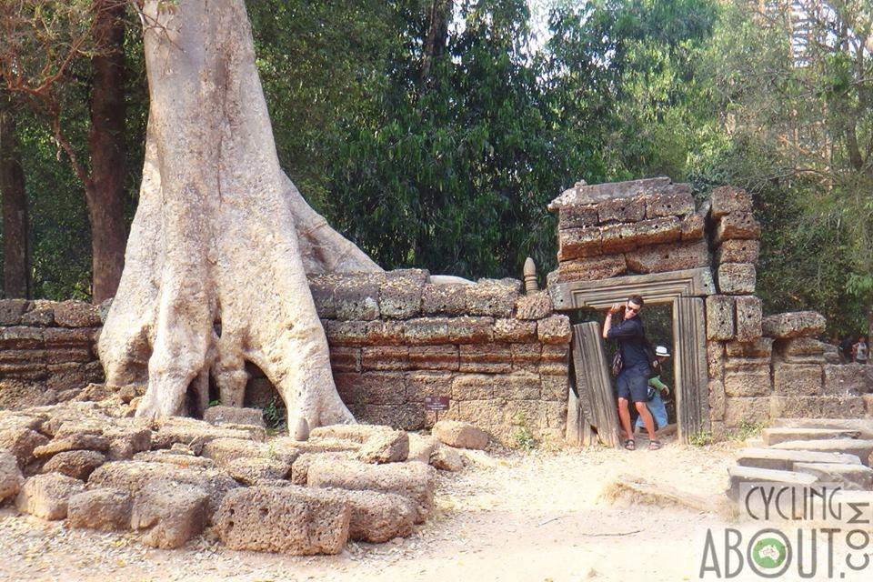 Angkor thom wall